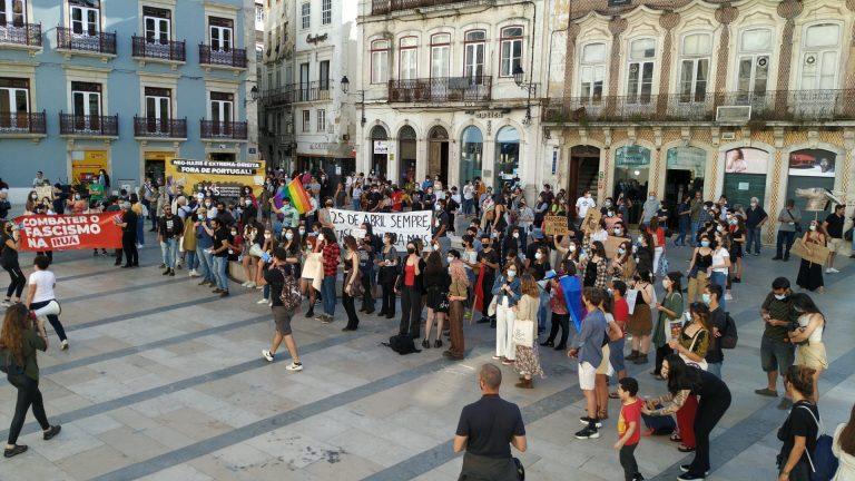 Manifestação anti-fascista na praça 8 de Maio